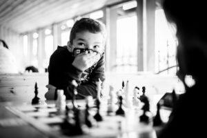 Правила игры в шахматы для начинающих самого юного возраста легко освоить на наших практических уроках летом 2021 года. Записывайтесь!