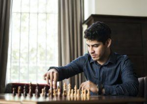 Сегодня шахматами увлечены дети, подростки, люди среднего возраста и старики. Они участвуют в турнирах и решают задачи. Им на помощь приходят компьютеры.