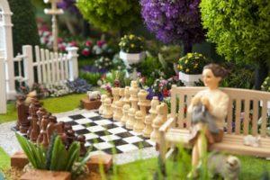 Шахматная тема присутствует не только в художественной литературе, но и в дизайне. Этой теме уже более 1500 лет.