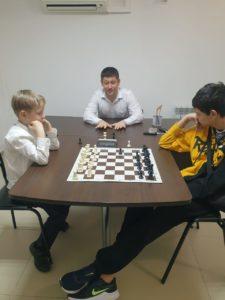 Тренер по шахматам в Сочи работает в РЦ Гильдия наук преподавателем по точным наукам.