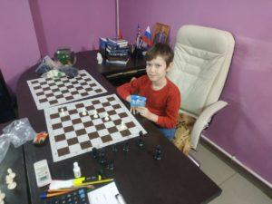 Шахматы развивают логику и мышление. Тебе будет понятнее математика, если ты играешь в шахматы.