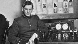 Шахматист Алехин впервые встретился с Капабланкой, которого в итоге победит в борьбе за титул чемпиона мира, в 1914 году, на турнире в Санкт-Петербурге