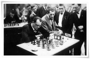 Шахматист Алехин объездил множество стран и играл в сотнях городов мира.  Его городом рождения была Москва, а местом смерти - Лиссабон