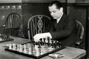 История шахмат кратко описывает все вехи развития игры, включая карьеру выдающихся чемпионов.